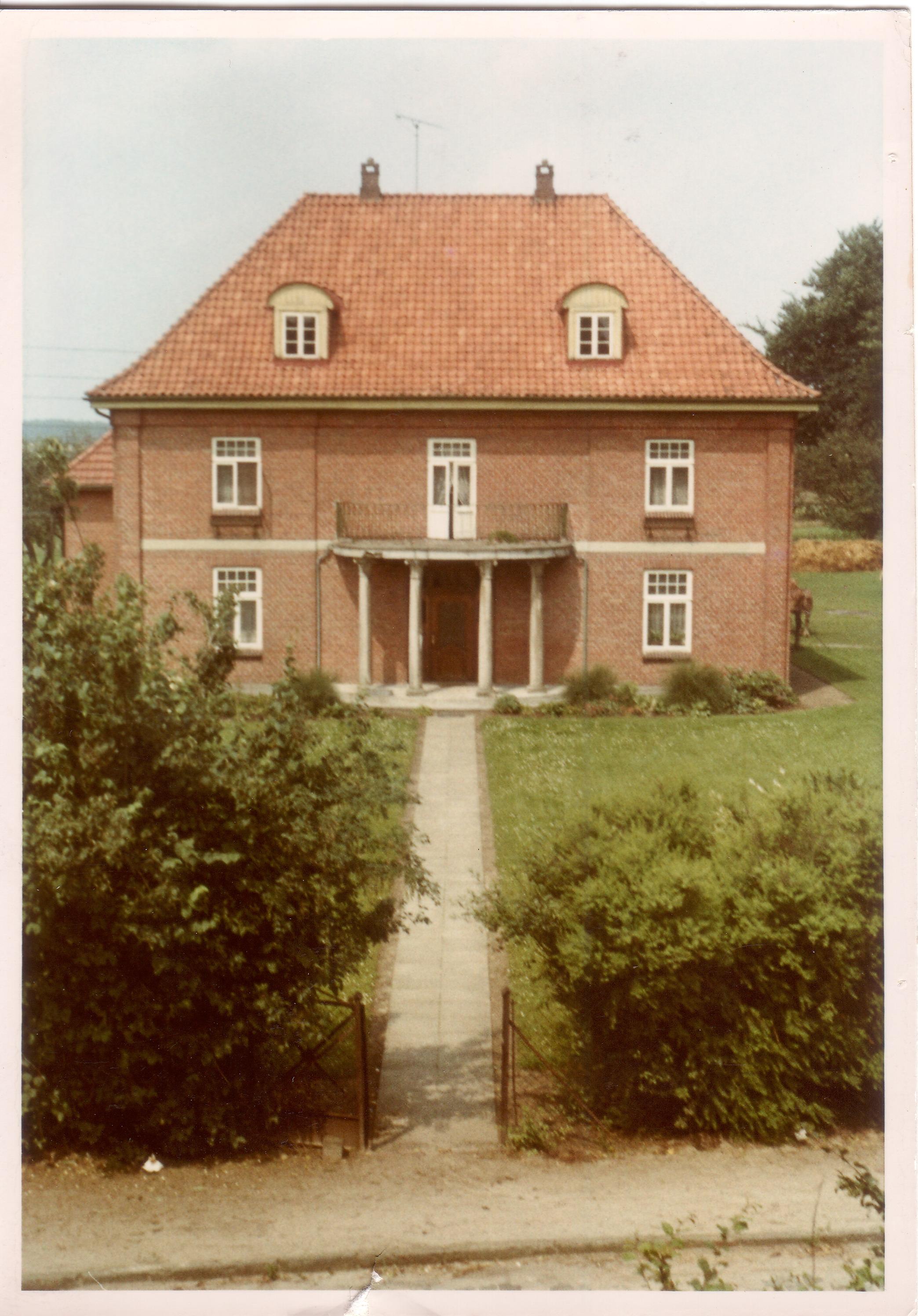 Das Wohnhaus. Ein älteres Bild.